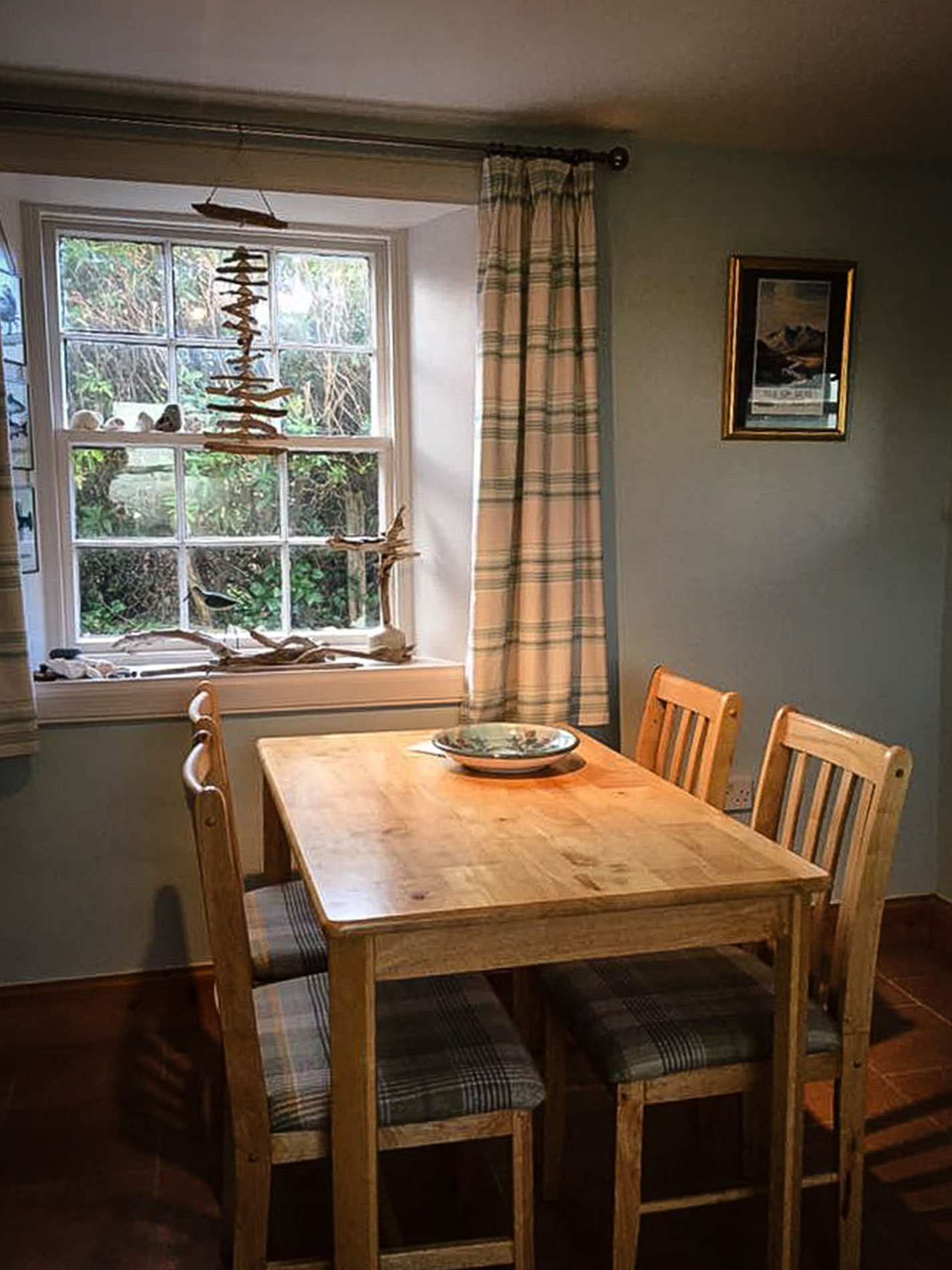 Curlews Nest Self Catering Dinning Area
